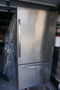 Stainless Steel Kenmore Fridge with Pullout Drawrer Freezer