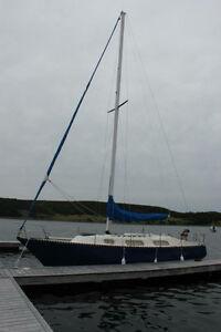 NEW PRICE !! 1979 31' Hughes Columbia sloop
