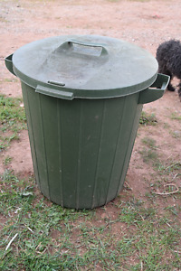 lock and latch trash can