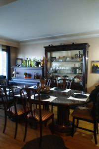 Dining table and hutch (4 chairs)