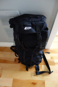 Assorted back packs / carry bags / water totes