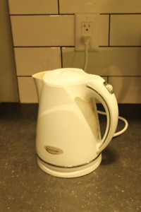 FREE white plastic electric kettle *MOVING SALE*