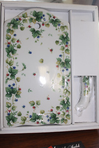 New Porcelain China Cheese Cutting / Serving Board & Knife