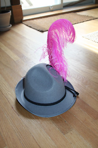 NEW Bavarian Oktoberfest hat grey with pink feather and button