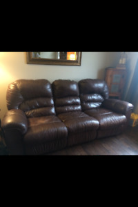 Mesa Brown Leather Couch w/matching recliner