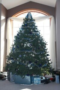 7' Majestic Christmas tree complete and great condition!