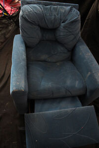 childrens recline chair (some cosmetic damage)
