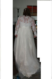 Beautiful Wedding Dress and Accessories - Rings London Ontario image 4