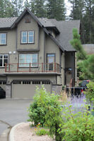 Townhome at Okanagan Golf Course - Bright End Unit with Patio