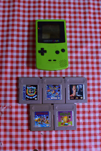 Green Gameboy Color, Car Charger and 5 Games - Mario, Simpsons..