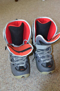 Women's size 7/8 Ride snowboarding boots