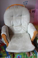 Rocker-Glider with footrest in good condition - moving sale
