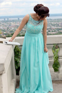 Prom dress 200$ , bought it for 350$ has to be sold soon!!