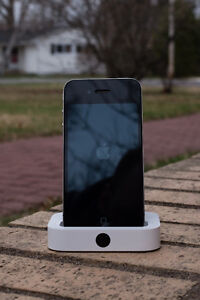 iPhone 4 with Dock - 16 Gig - Virgin Mobile