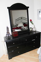 Grand bureau de chambre noir avec mirroir