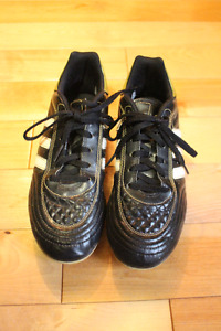Youth outdoor soccer cleats Adidas size 5 US