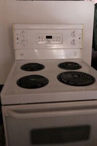 24 inch fridge and stove/ Poêle et frigo 24 pouces