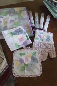 NEW Table Cloth /Napkins / Oven Mitt /Potholder/ Dish Cloth