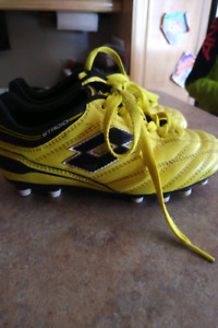 LOTTO soccer cleats (boys size 2)