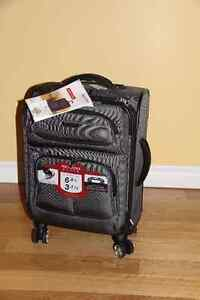 Valise neuve de marque Ricardo Elite Saguenay Saguenay-Lac-Saint-Jean image 1