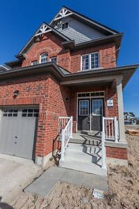 Gorgeous family home in popular Angus subdivision!