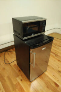 Master Chef 0.9cuft microwave, clean and excellent condition