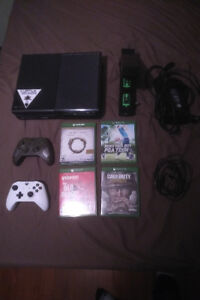 XBOX ONE - 10 Games - 2 Controllers - Battery Packs - 500GB