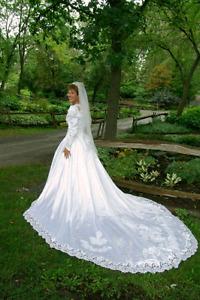 SUPER BELLE ROBE DE MARIAGE COMME NEUVE GRANDEUR 8-10