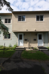 Orleans 3 BED townhome w/ A/C, Finished Basement, 5 Appliances
