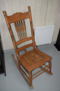 Chaise bercante véritable antiquité