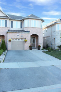 FOR RENT - 2100sf 3BR + 2.5Bth End-Unit Town in Oakville
