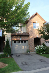 Move in Ready, Convenience and Comfort - Ancaster