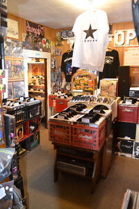 MORE TURNTABLES JUST IN! THOUSANDS RECORDS $1 each 7 for $5!!! Windsor Region Ontario image 10