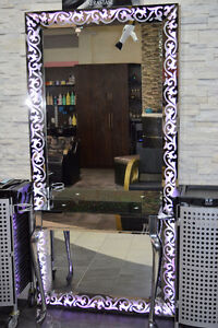 MIRROR STATION FOR HAIRSTYLIST