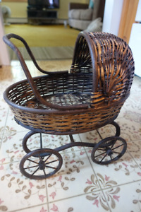 Decorative wicker baby carriage