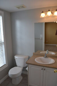 Rooms for rent, great for students. Close to Western London Ontario image 8