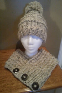 Ladies Knit Hat and Cowl Set