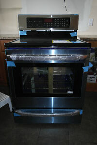 BRAND NEW Lg Electric Range InfraRed Grill and convection Cuisin