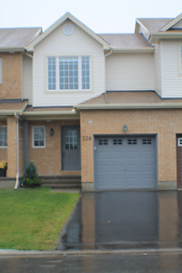 Avail April 1 Modern Styled 3 Bed, 1.5 Bath in Kanata South