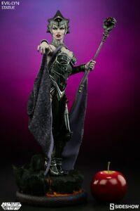 Evil-Lyn Premium Format Exclusive Statue Sideshow