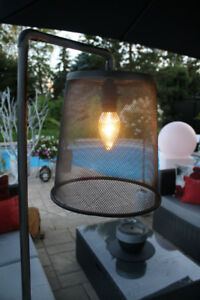 Lampe sur pied de conception unique