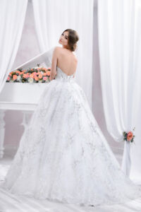Selling new wedding gown size small-medium