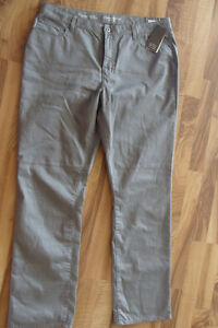 New without tags Denver Hayes grey jeans.