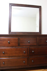 Dresser with mirror in excellent condition and quality product