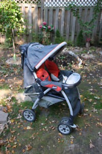 Chicco Stroller. Kids Carrier. Fully functional, green in color.