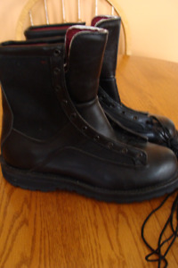 MEN'S DANNER BLACK LEATHER BOOTS - SIZE 10 EE - NEW