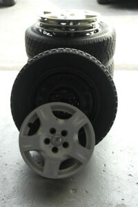 4 Winter Tires with rims and hubcaps  (215/60 R16/95T )