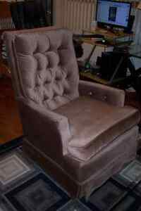 Kroehler Rocker Chair / Swivel seat .
