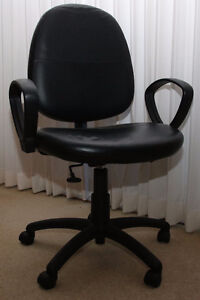 """Office Chair Leather """"Roots"""" Sarnia Sarnia Area image 1"""