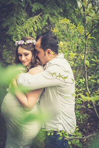 Beautiful outdoor Maternity photos in Calgary for $150 only